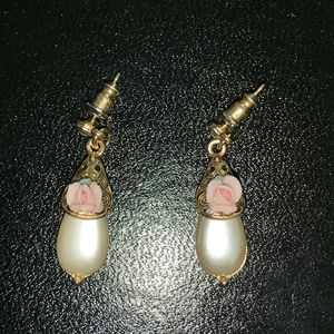 14k Gold Posts Tear drop pink rose pearl earrings